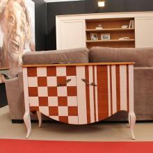 Mueble auxiliar Carlotta 2p. cuadros y rayas.